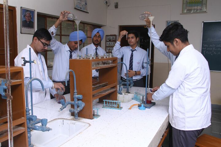 Guru Harkrishan Public School-Chemistry Lab
