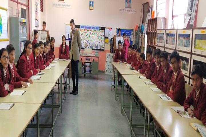 Lakshmipat Singhania Academy-Library