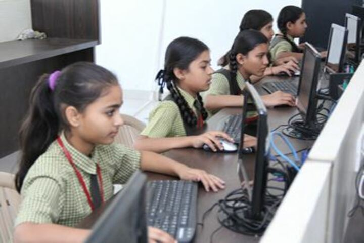 Leo International School-Computer Lab