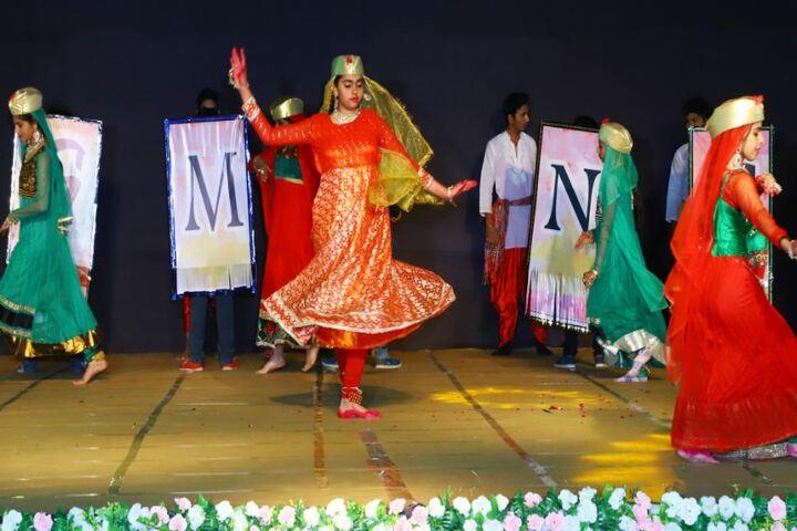 Mascot The School-Dance