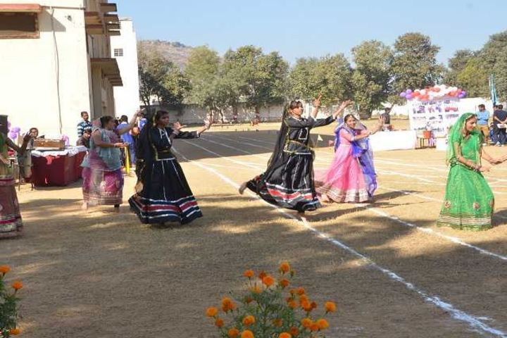 National Academy Day Boarding English-Dance