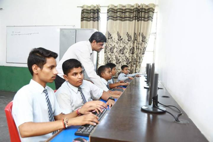 Oasis Sainik School-Computer lab