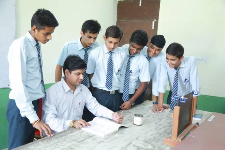 Oasis Sainik School-Maths Lab
