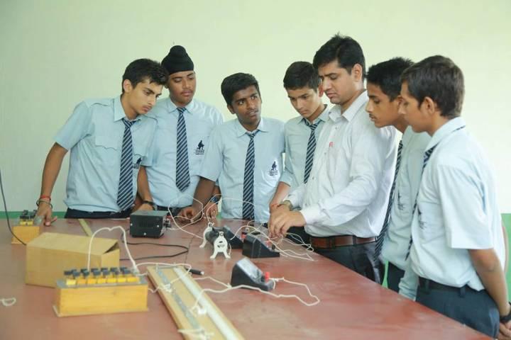 Oasis Sainik School-Physics lab