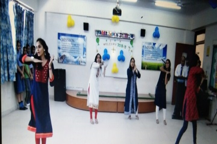 Podar World School-Dance class