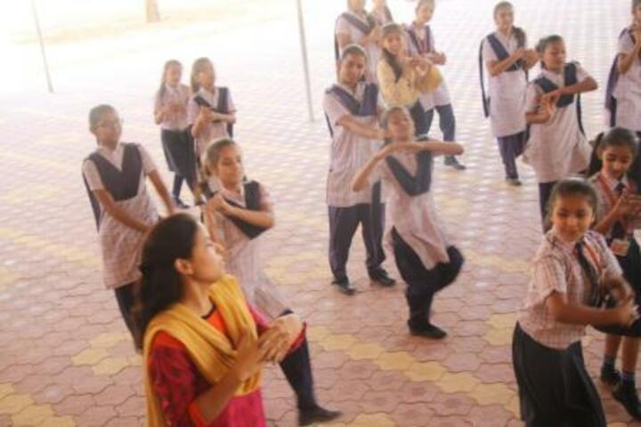 Rainbow Public School-Dance class