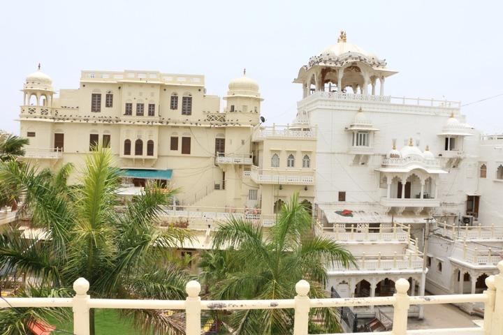 Rani Devendra Kumari Public School-Building
