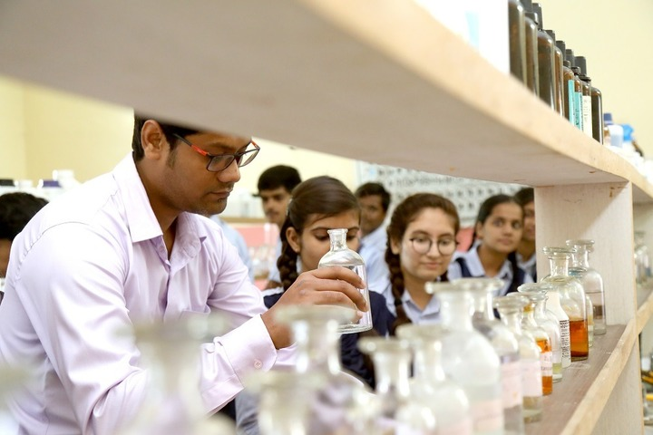 Roopnagar Public School-Chemistry Lab