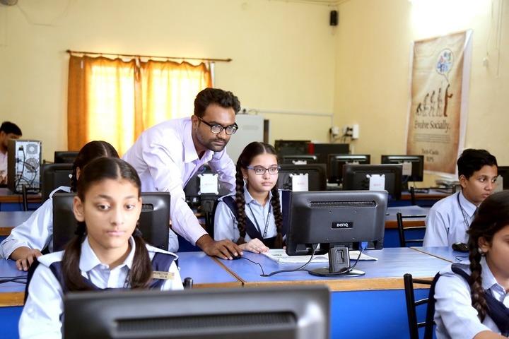 Roopnagar Public School-Computer Lab
