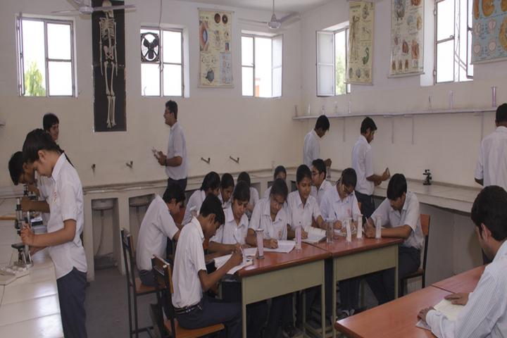 Blue Heaven Vidyalya-Biology Lab