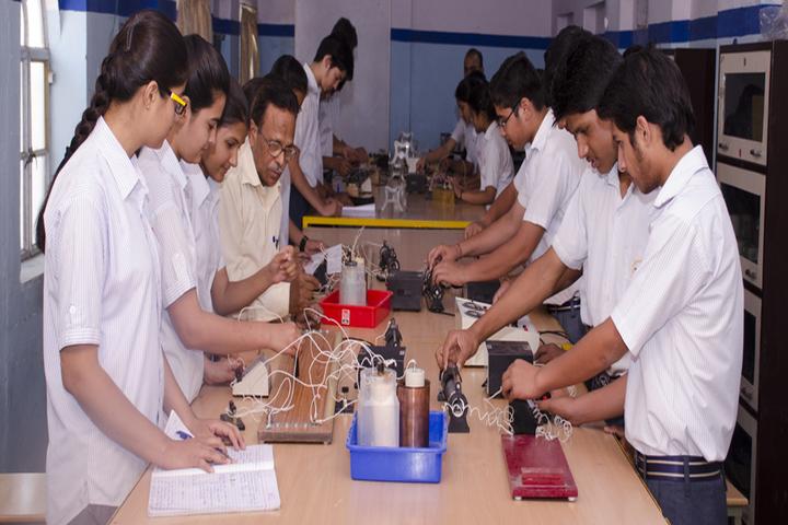 Blue Heaven Vidyalya-Physics Lab