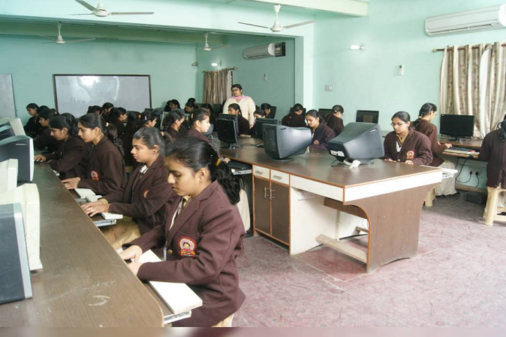 Shah Satmamji Girls School-IT-Lab