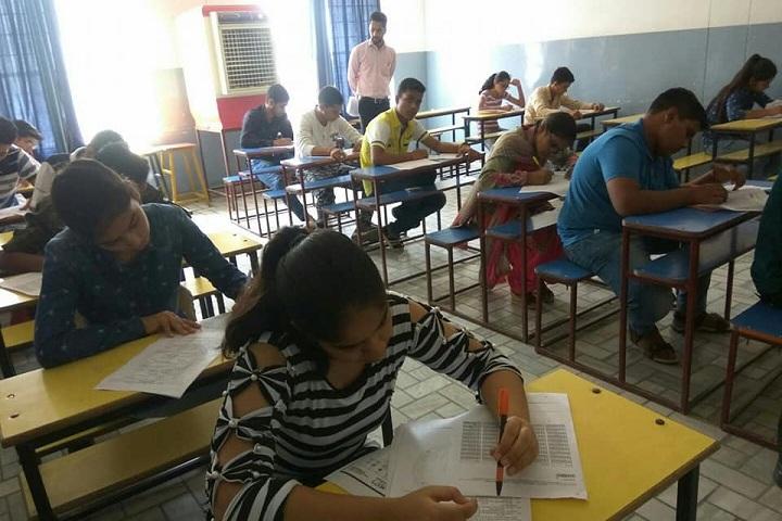 Shanti Niketan Public School-Classroom senior