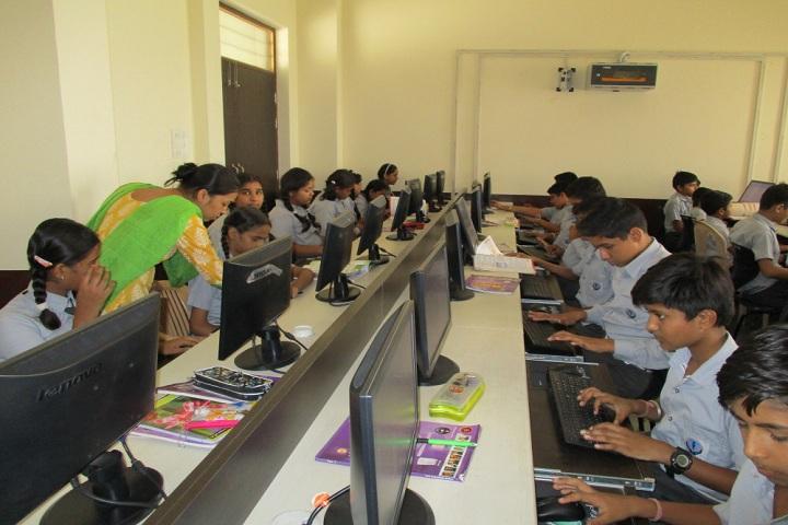 Shri Uttam Public School-IT-Lab with teacher