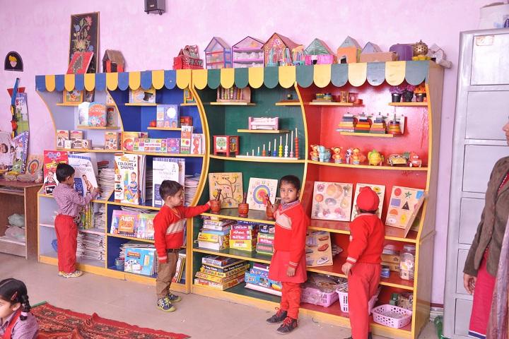 Smt Maina Devi Memorial Public School-Library