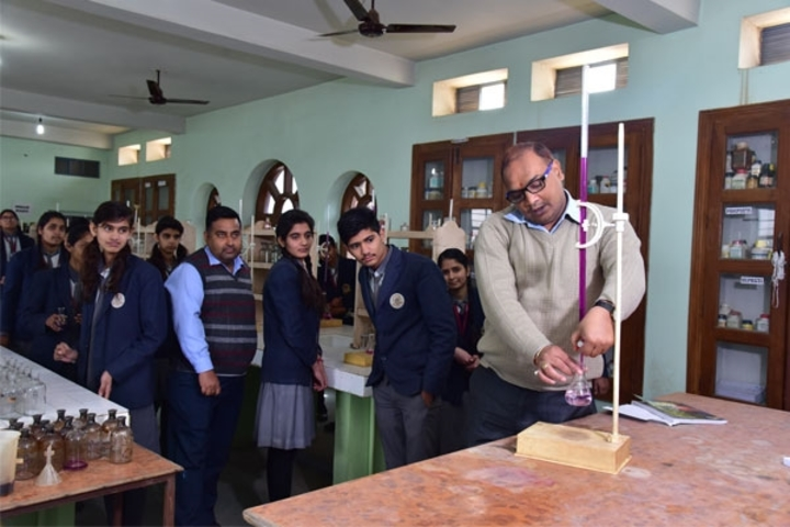 Tagore Public Senior Secondary School-Physics Lab