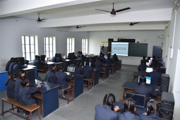 Tagore Public Senior Secondary School-Smart Room