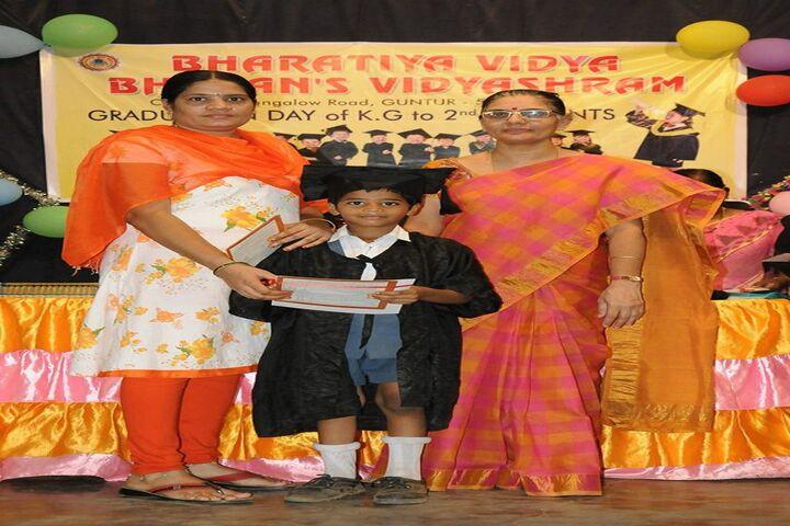 Bharatiya Vidya Bhavans Vidyashram-Graduation Day KG Students