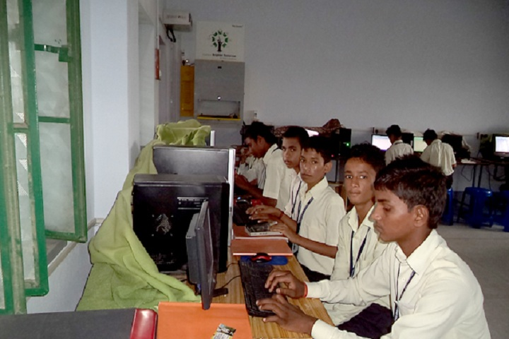 Montfort Senior Secondary School-Computer La