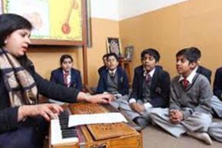 N V English Academy-Music Room