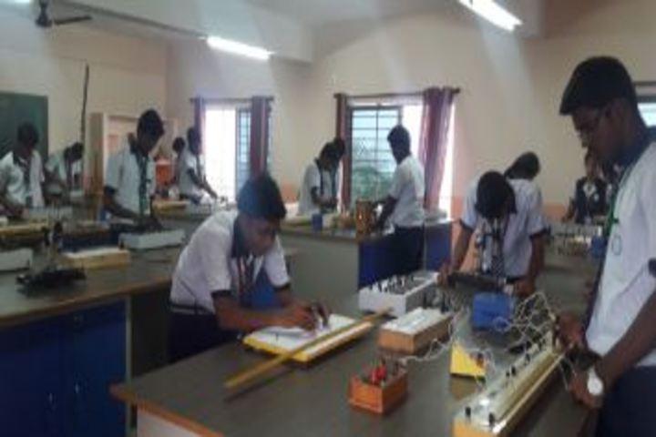 Bharani Vidhyalaya-Chemistry Lab
