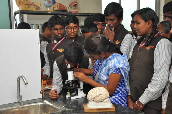 Bharathi Vidhya Bhavan School-Physics Lab