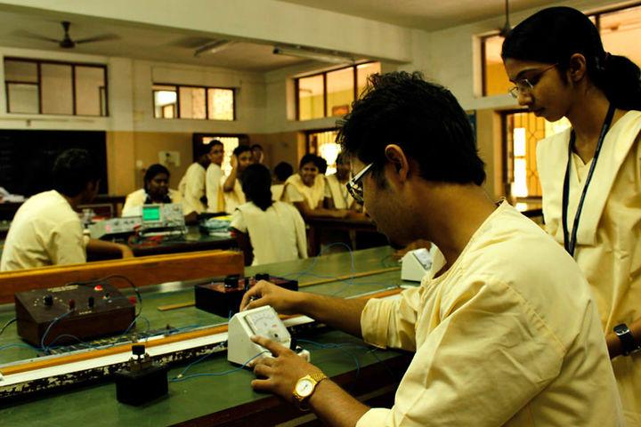 Chettinad Vidyashram-Physics Lab
