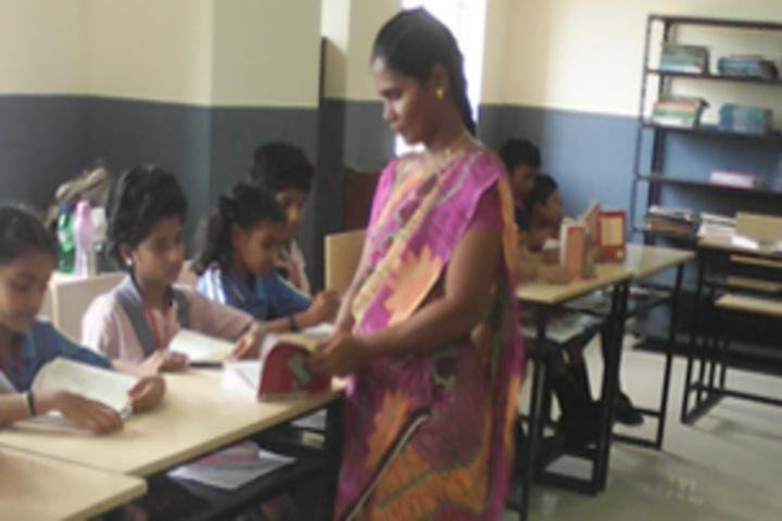 GRT Mahalakshmi Vidyalaya-Library