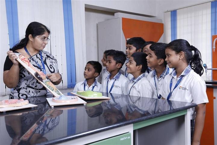 Hindustan International School-Science Lab