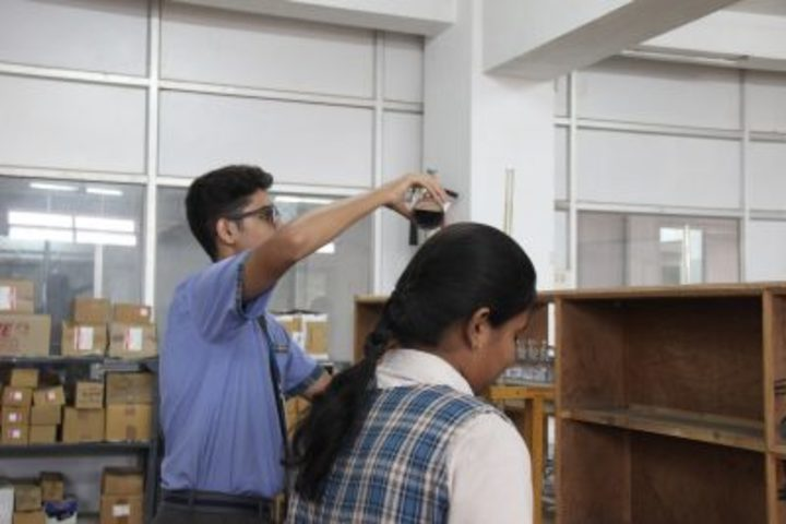 Kamala Niketan Montessori School-Chemistry Lab