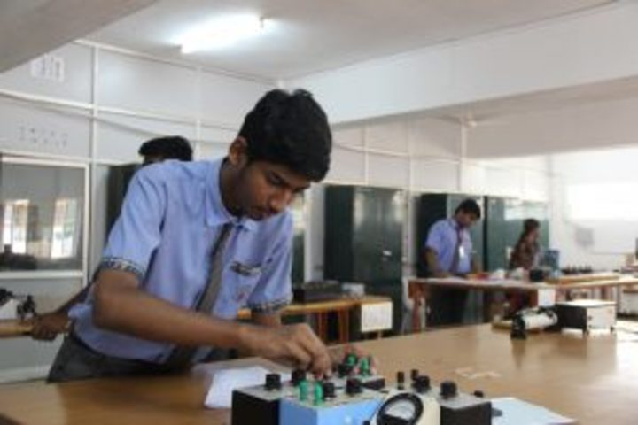 Kamala Niketan Montessori School-Physics Lab
