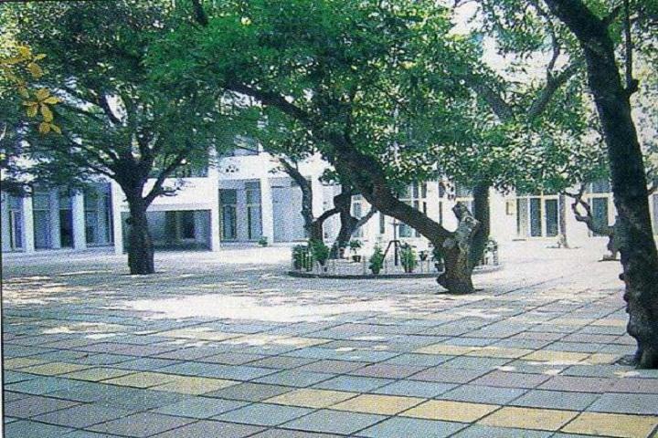 La Chatelaine Residential Junior College-Campus