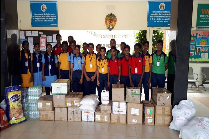 Maharishi Vidya Mandir-Relief commodities donated by our students for GAJA hit aranthangi