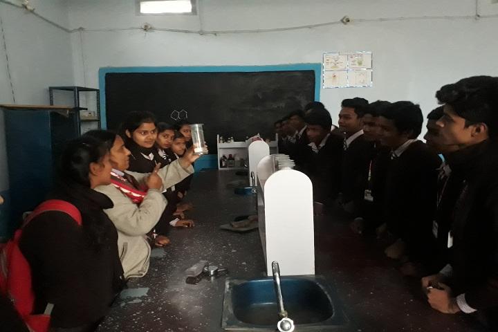 Param Gyan Niketan-Laboratory