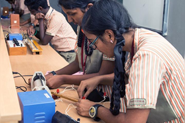 Mahatma Montessori School - Physic Lab