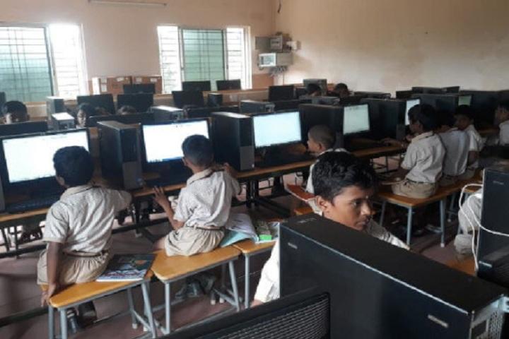 Pandugudi Sri Lakshmi Narayana Vidyalaya-Computer Lab