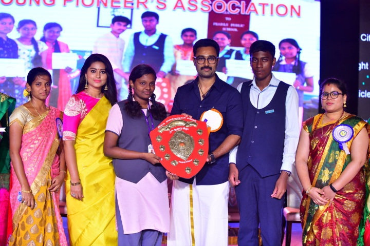 Pearls Public School-Award Receiving
