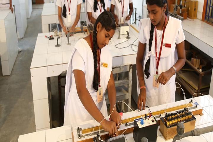 Pon Vidyashram-Science lab