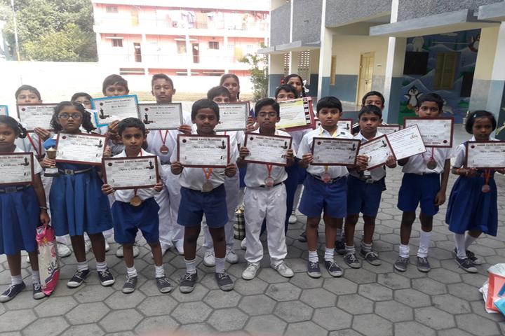 Prince Srivari Vidyalaya-Award Receiving
