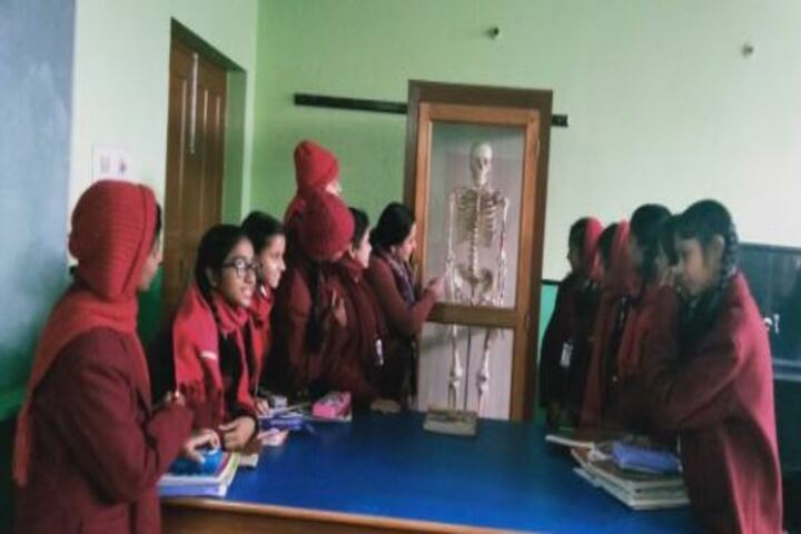 Prabhat Tara School-Biology Lab