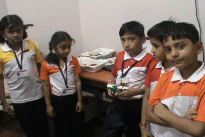 S P D H Sindhi Model Senior Secondary School-Robotics Lab