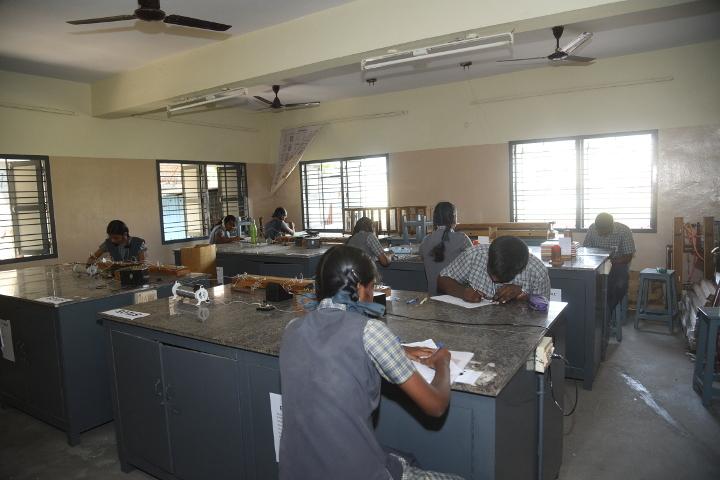 reevatsa Viswananthan Vivekananda Vidyalaya Senior Secondary School-Physics Lab