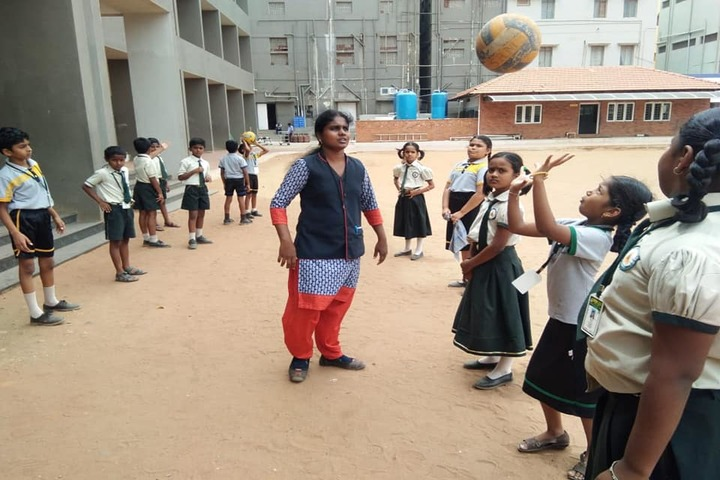 SRM Public School-Throw Ball
