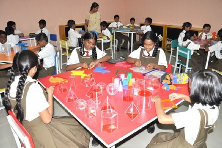 St Johns Universal School- Math Lab