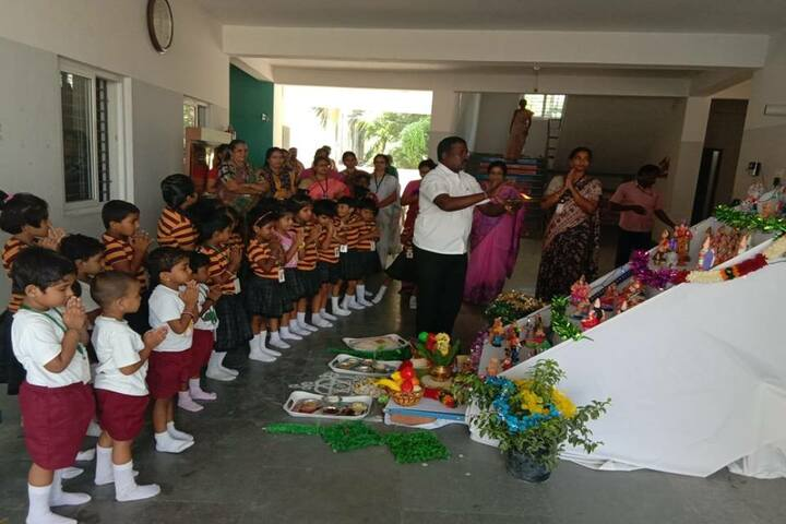 Velammal Bodhi Campus-Golu celebrations with KG Students