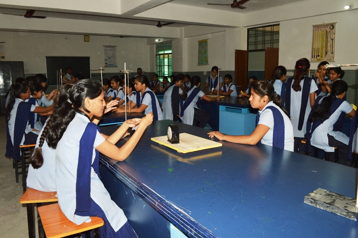 R P S Girls Public School-Physics Lab