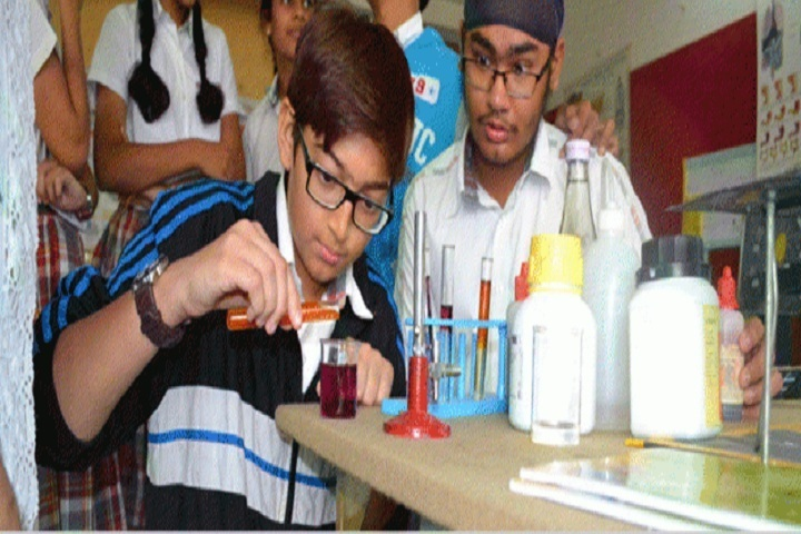 Global Edge School-Chemistry Lab
