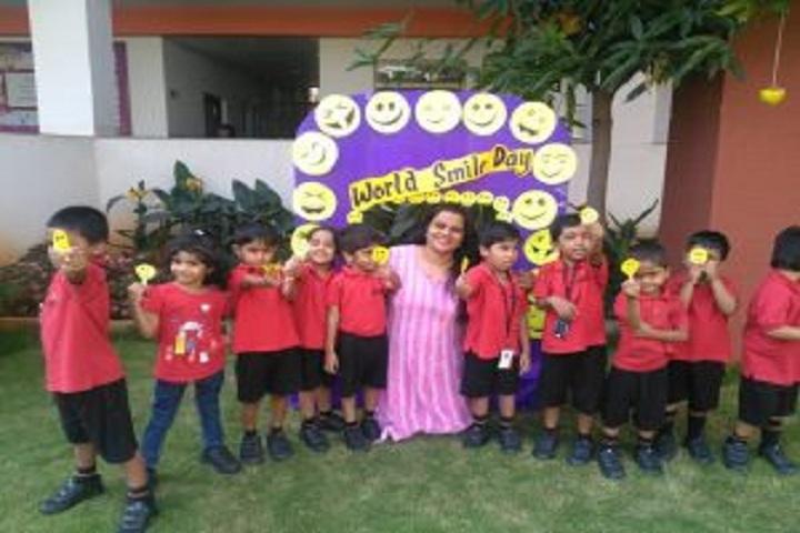 Samashti International School-World Smile Day