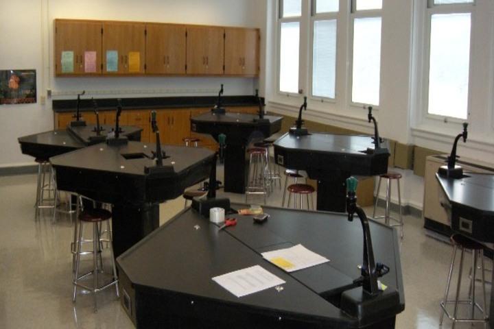 The Agartala International School-Laboratory