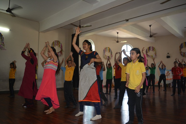 A M World School-Dance Room